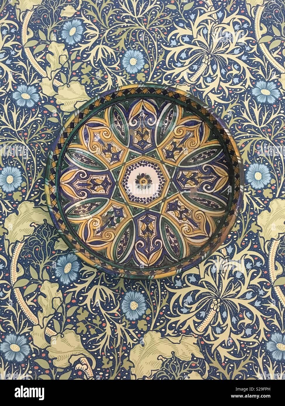 Plaque à motifs Art Nouveau et wallpaper - Arts et artisanat Photo Stock