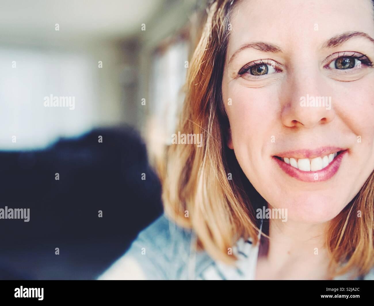 Smiling woman close up Banque D'Images