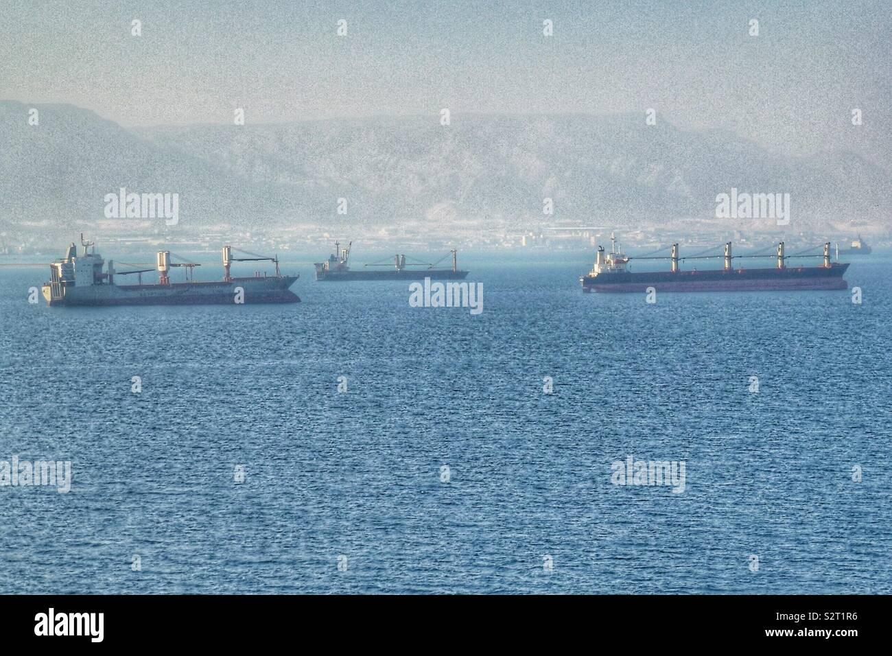 Les pétroliers d'attente afin de remonter le Canal de Suez la Mer Rouge. Novembre 2018. Banque D'Images
