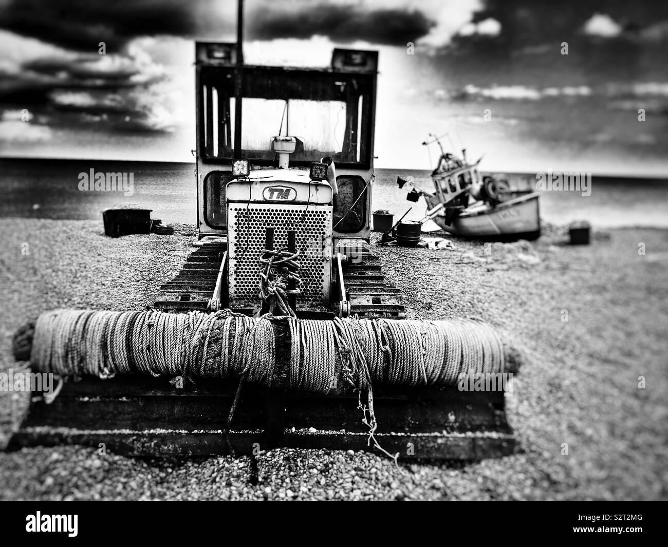 Bateau de pêche et de treuil, de machines ou d'Aldeburgh, Suffolk, UK. Photo Stock