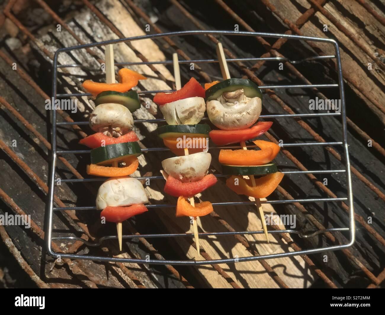 Brochettes barbecue à l'extérieur sur le barbecue en été. USA, l'Amérique Photo Stock