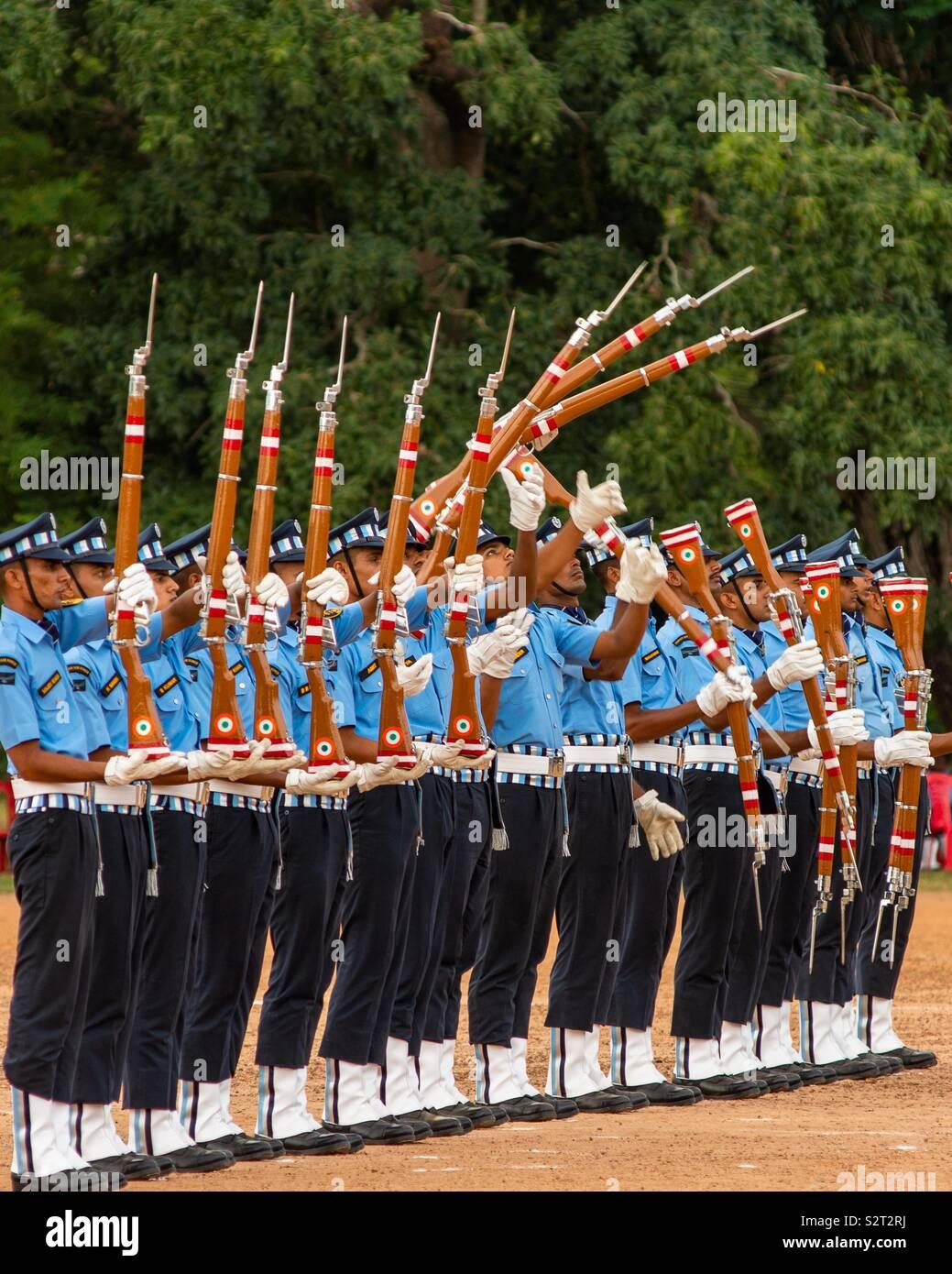 L'équipe de drill Airforce indien d'effectuer à l'école Sainik Kazhakootam Photo Stock