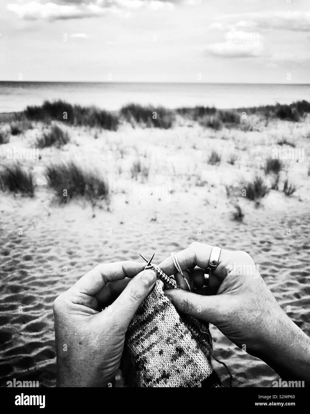 Le tricot sur la plage à Mablethorpe, Lincolnshire Banque D'Images