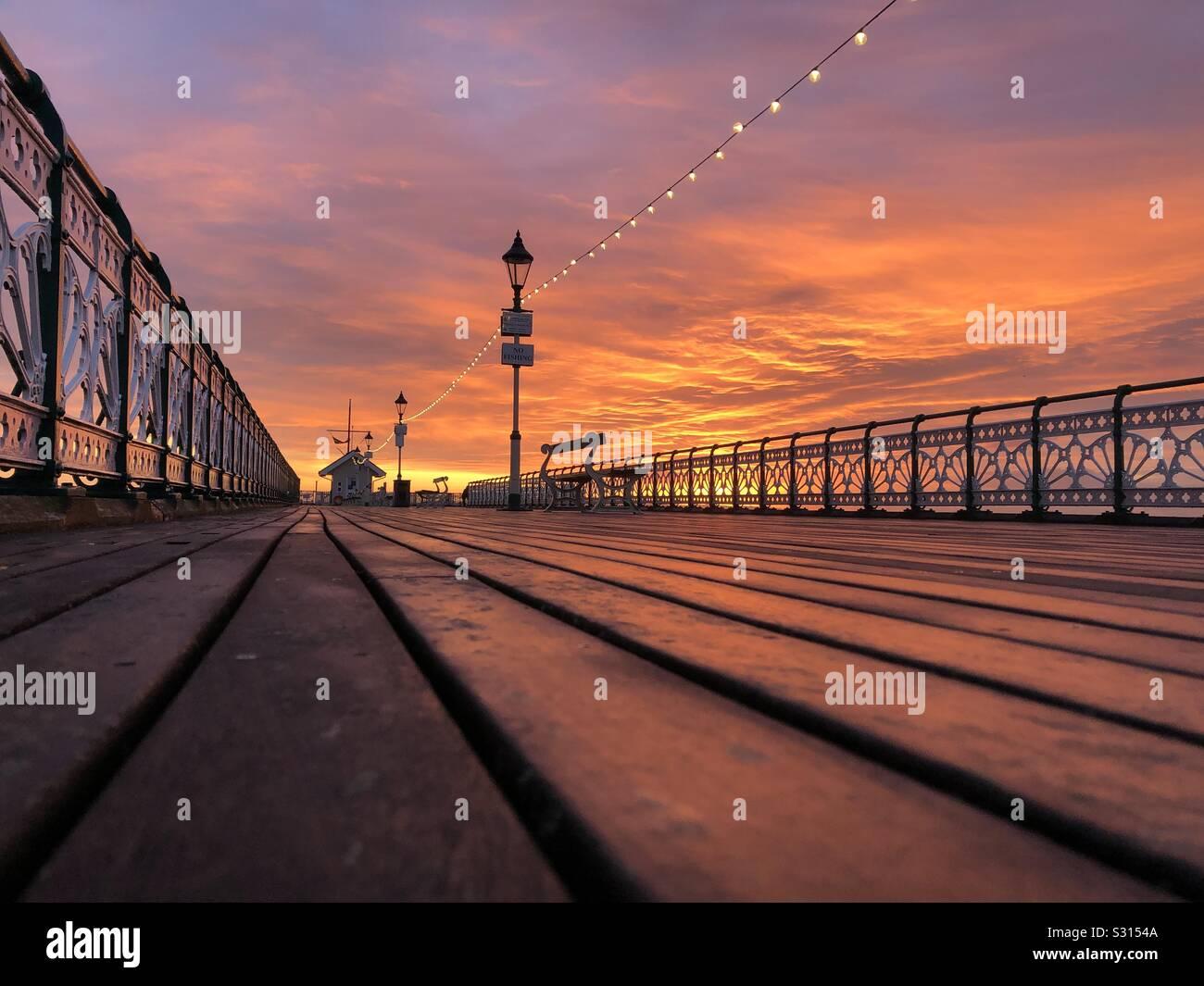 Penarth pier at sunset, décembre. Banque D'Images