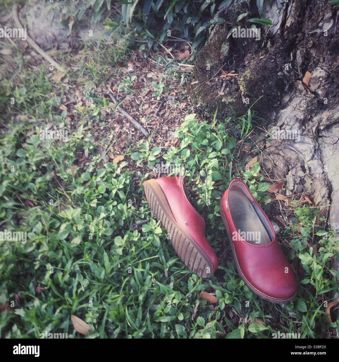 Chaussures rouges déplacées Banque D'Images