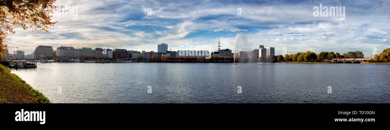 Panorama de l'Alster intérieure avec la Fontaine de l'Alster à Hambourg, Allemagne. Banque D'Images