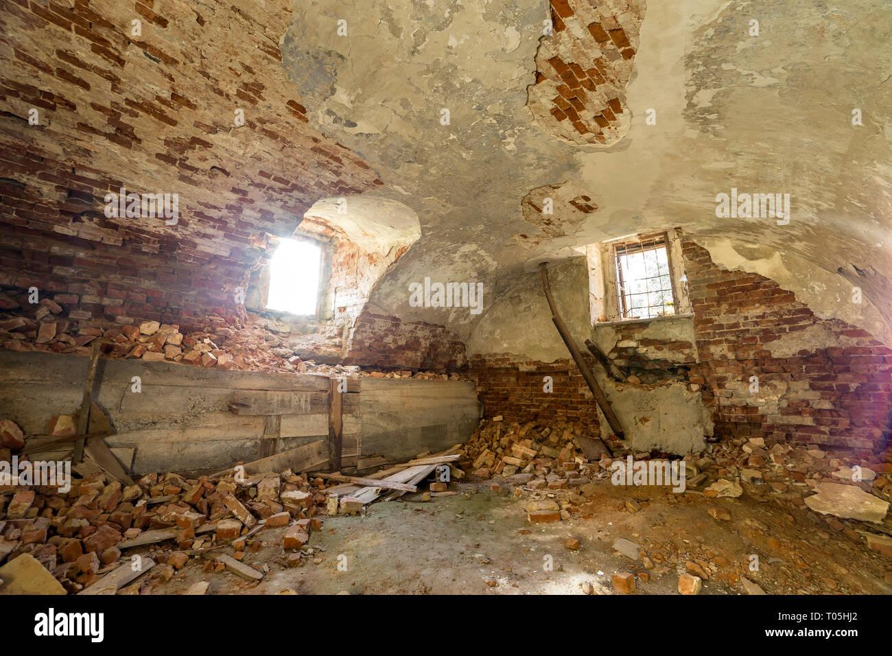 Ancien Sous Sol Vide Abandonné De Lancien Bâtiment Ou Palace Avec