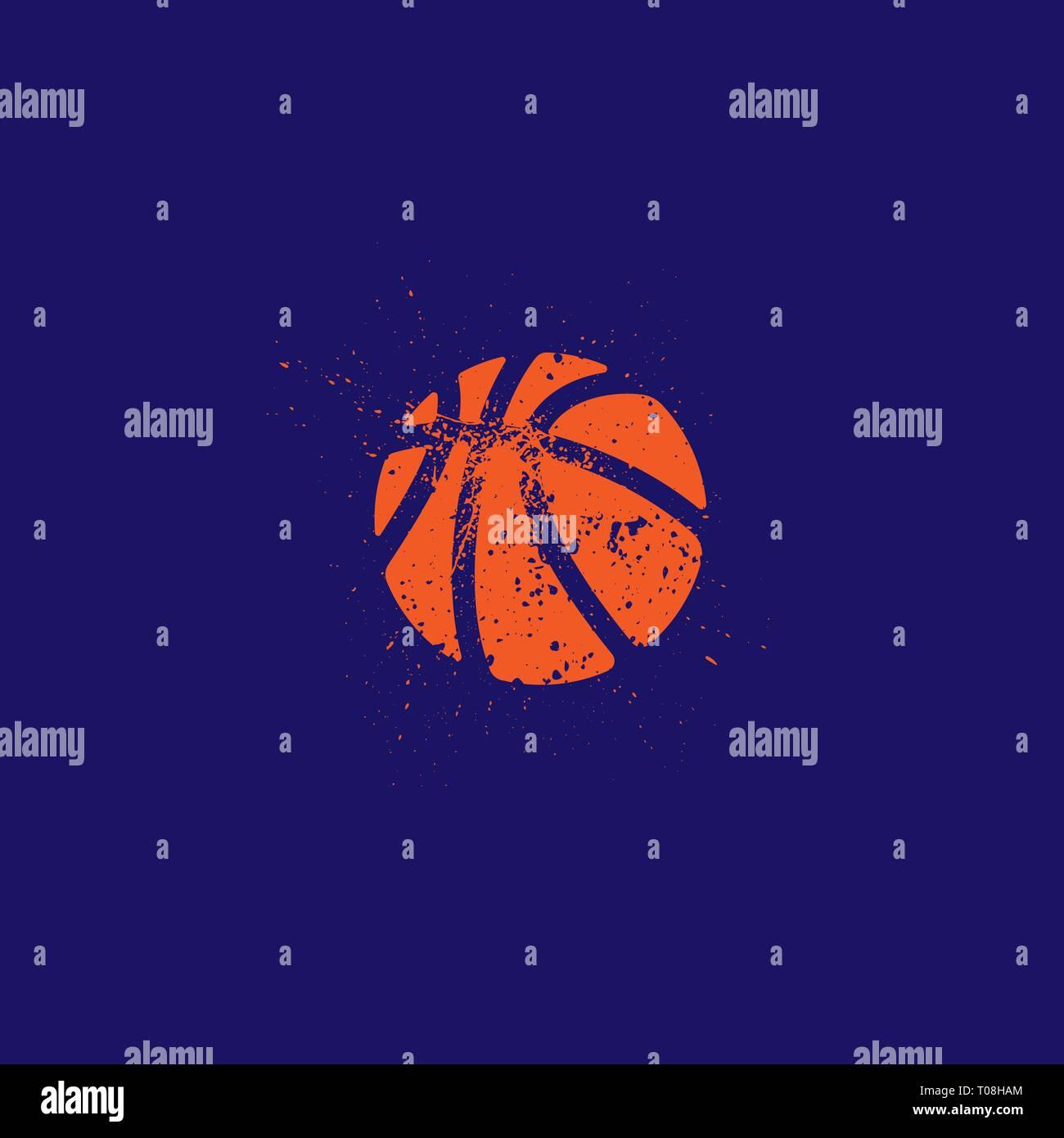 Grunge basketball orange isolé silhouette onn fond bleu foncé Photo Stock