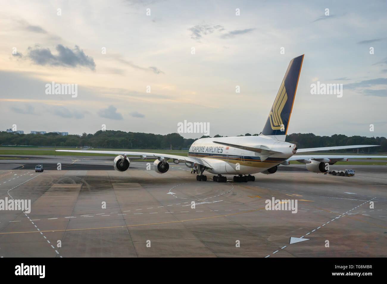 Singapour - Janvier 2018: Singapore Airlines avion sur la piste de l'aéroport Singapour Changi. Singapore Airlines est la compagnie aérienne porte-drapeau Banque D'Images