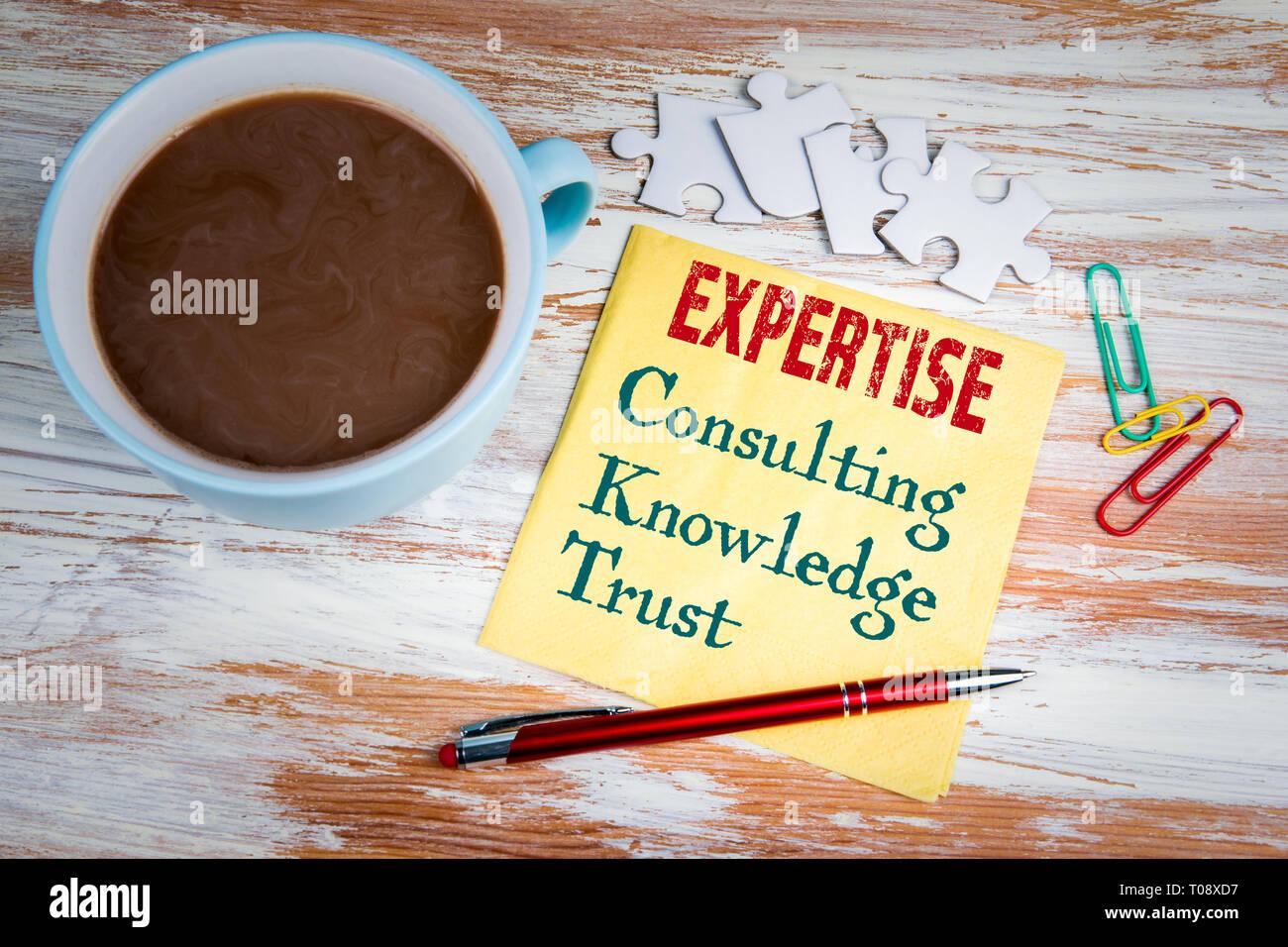 Concept d'expertise. Texte sur une serviette de table Photo Stock