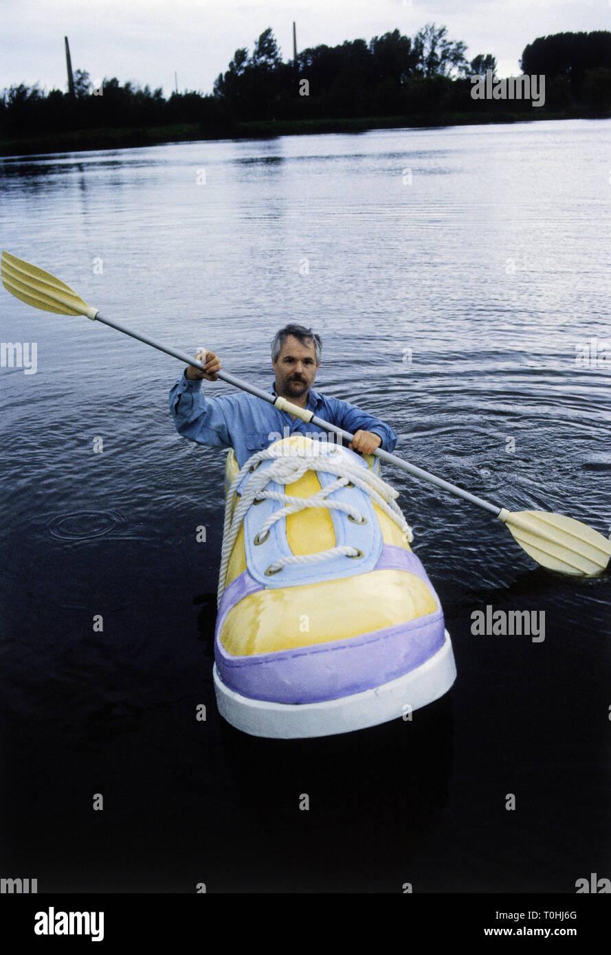 Bizarreries, loisirs, hobbies, sports, voile en forme de chaussures, Georg Wessels, morne, conduite avec son service de bateau sur le lac, octobre 1990, Additional-Rights Clearance-Info-Not-Available- Photo Stock