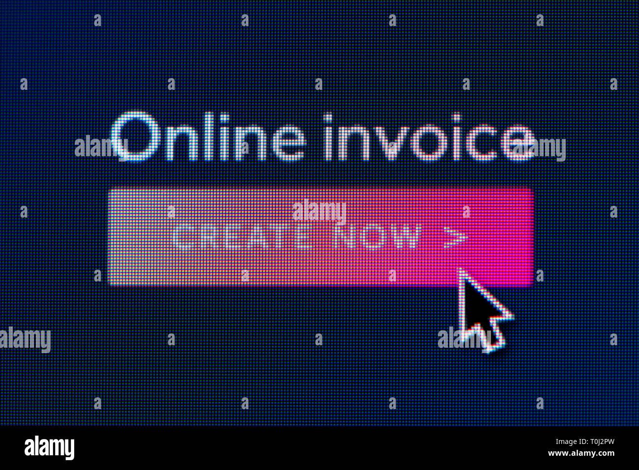 L'invite pour créer une facture en ligne est visible sur l'écran d'un ordinateur avec une souris (curseur utilisation éditoriale uniquement) Photo Stock