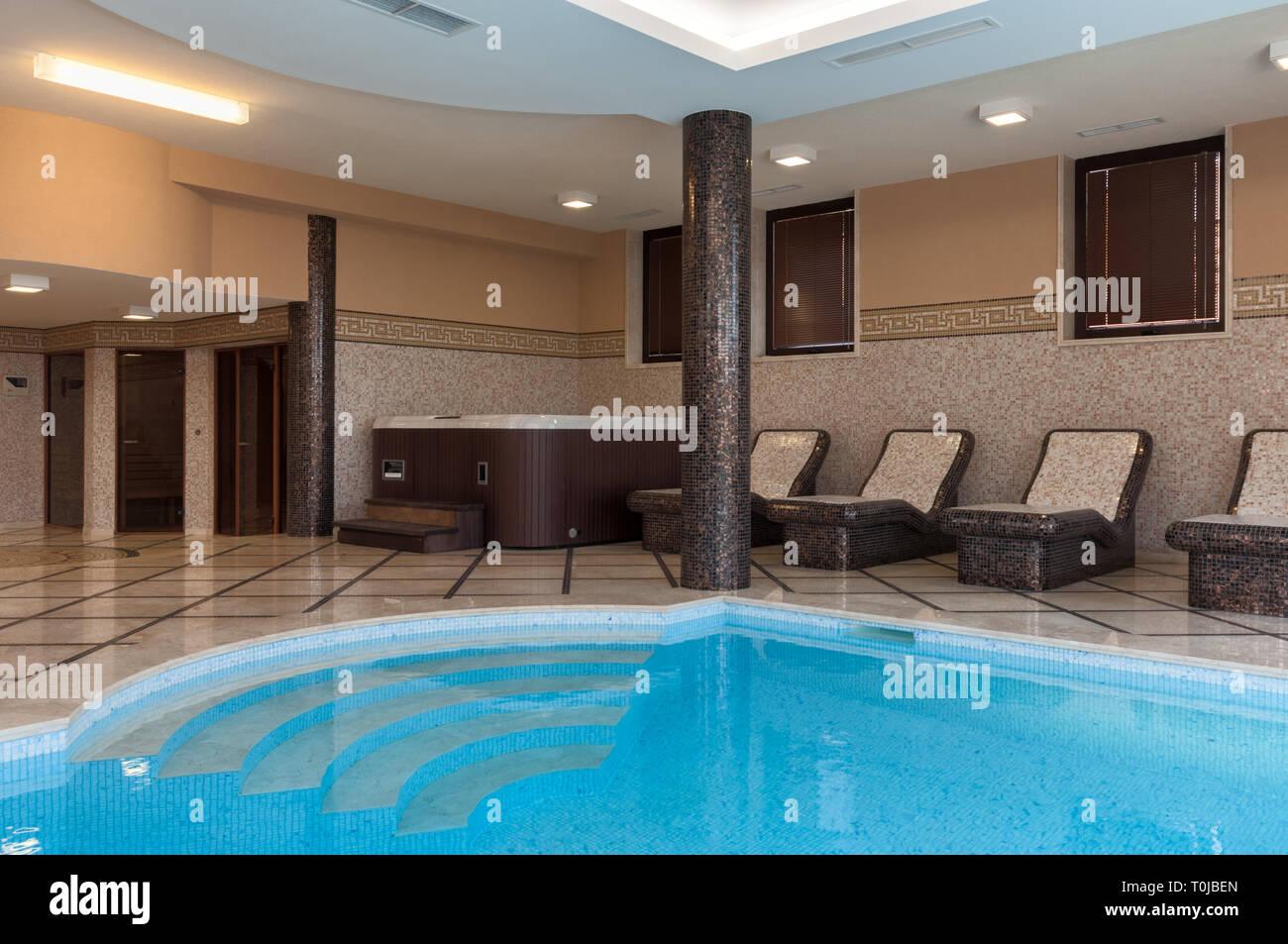 Accueil en marbre de luxe Spa Sauna Piscine intérieure dans ...