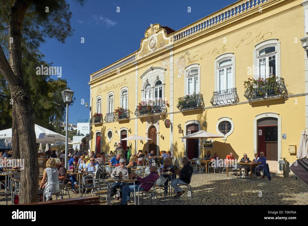 Restaurant en plein air sur In The Golfer's Paradise à Tavira, Faro, Algarve, Portugal Banque D'Images