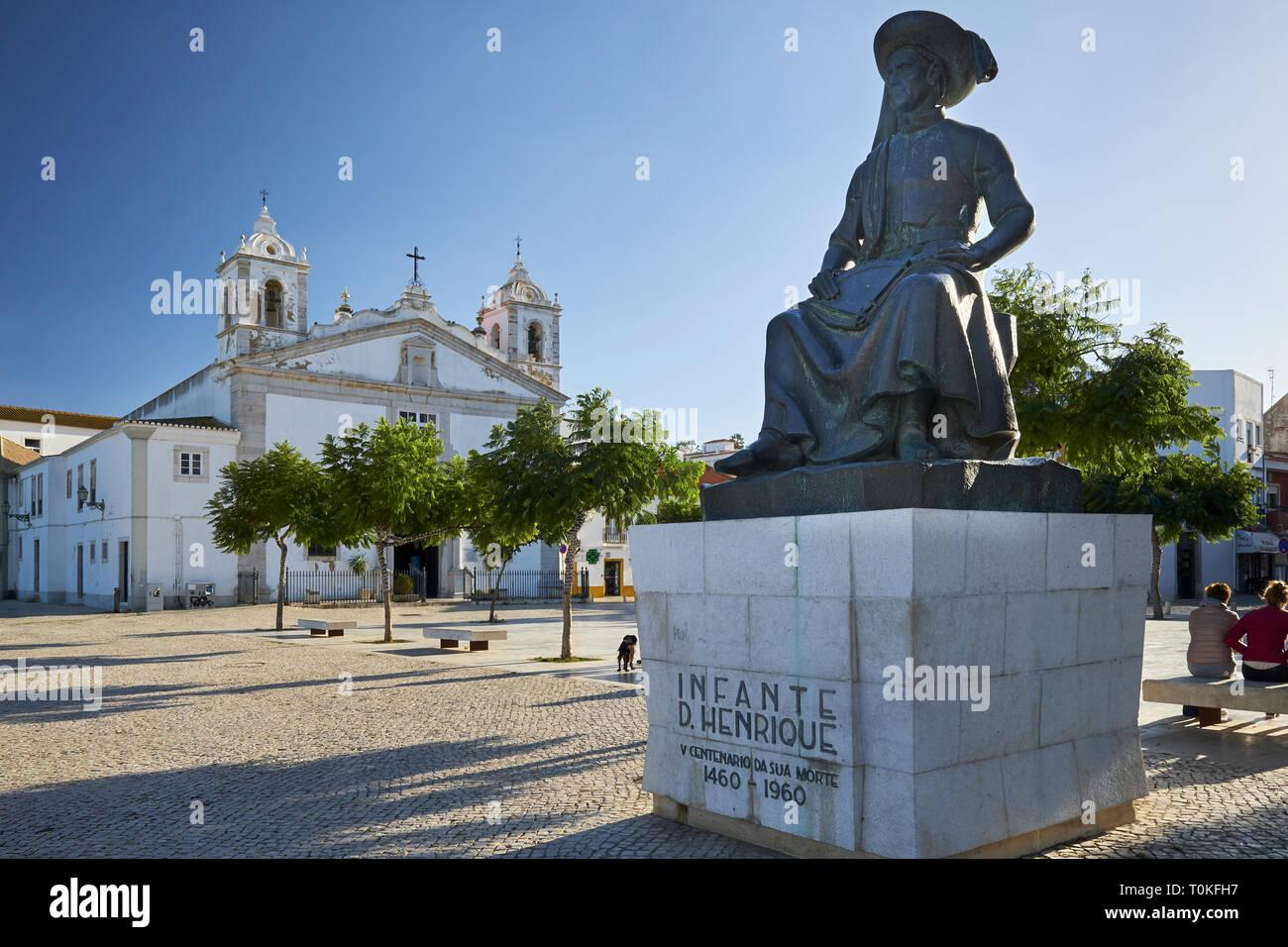 Église de Santa Maria et le monument à Henri le Navigateur à Lagos, Algarve, Faro, Portugal Banque D'Images
