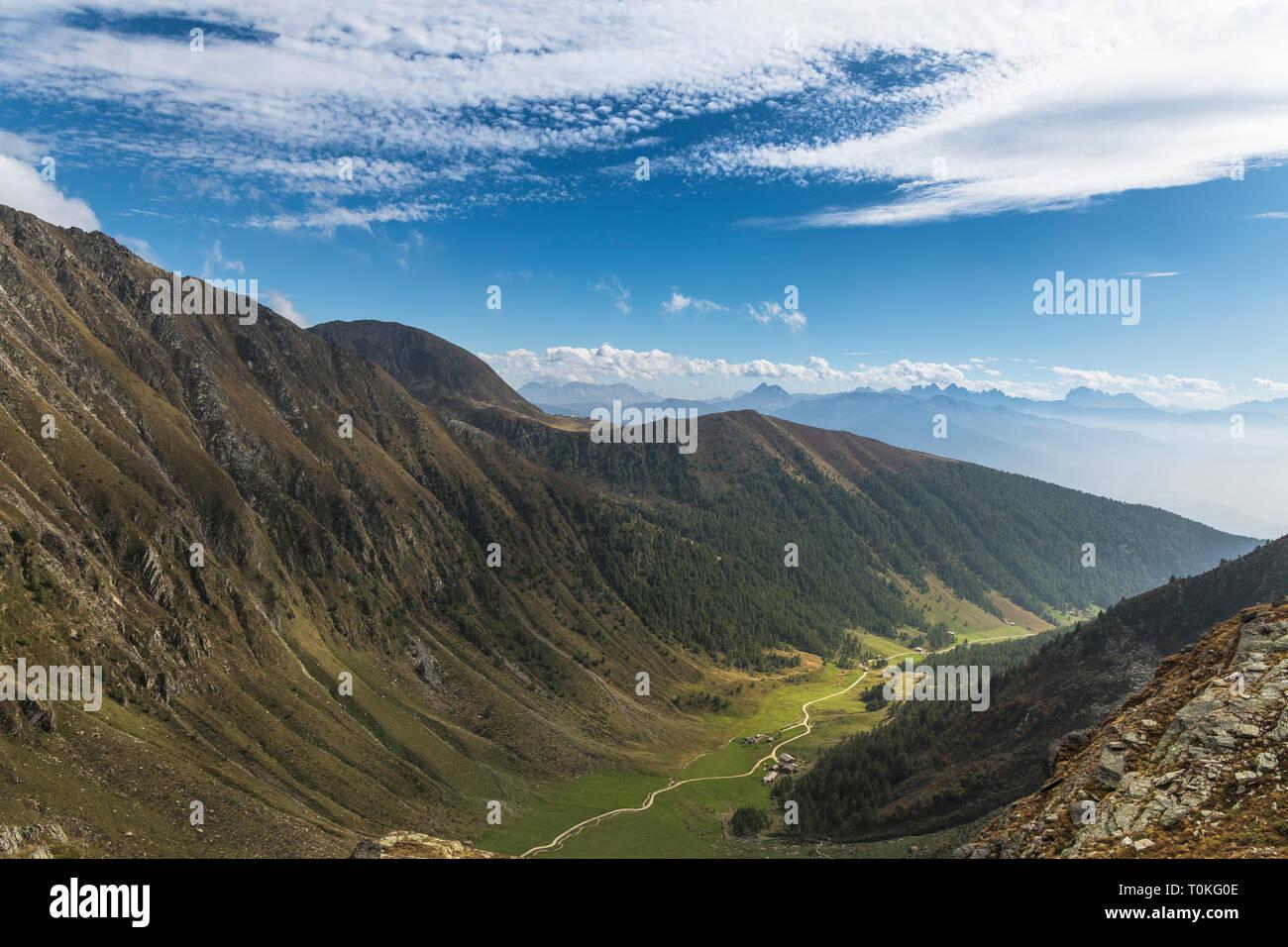 Randonnée à la Seefeldspitze, vue de la Groupe Langkofel, la société Valser Pfunderer Tal, Montagnes, Alpes de Zillertal, Tyrol du Sud, Italie Banque D'Images