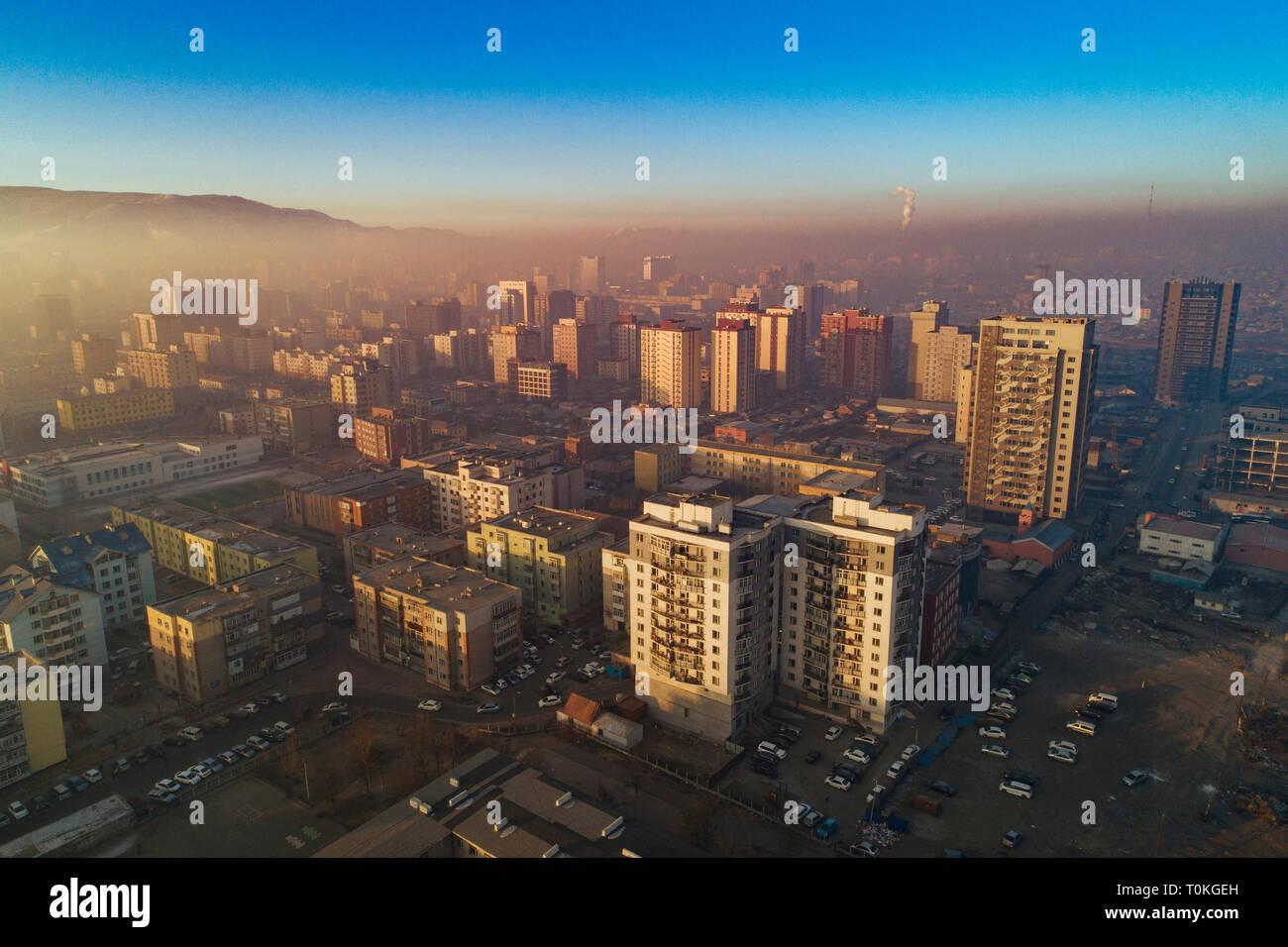 Oulan-bator au lever du soleil avec le smog, la Mongolie Banque D'Images