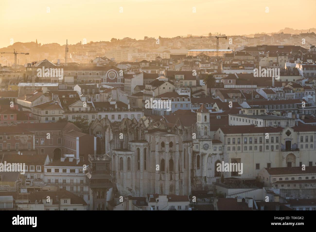 Vue du château de São Jorge à Lisbonne, Portugal, le coucher du soleil Banque D'Images
