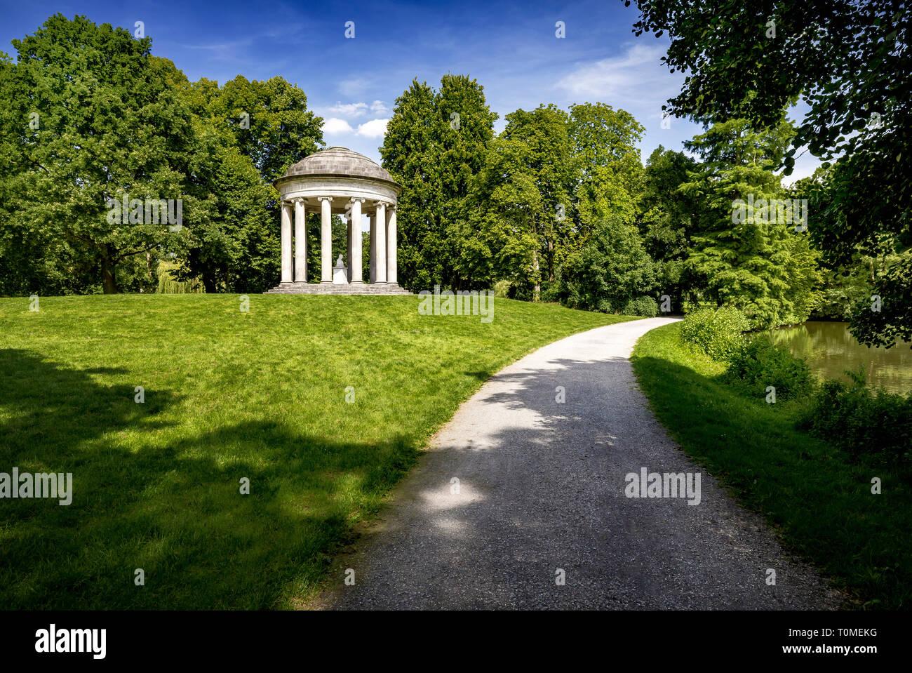 Dans le Temple de Leibniz Georgengarten de Hanovre dans le cadre de l'Herrenhäuser Gardens, Virginia, United States Banque D'Images