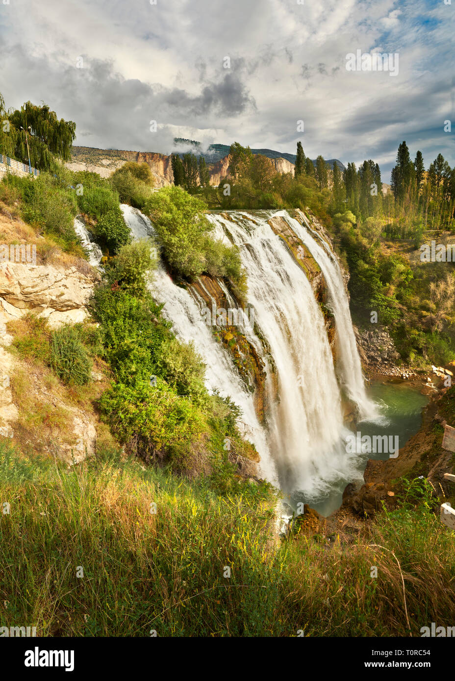 Photos et Images de la tombe de l'eau Tortum, Vallée Coruh, Erzurum dans l'Est de l'Anatolie, la Turquie. L'eau Tortum falls sont les plus grandes de la turquie Photo Stock