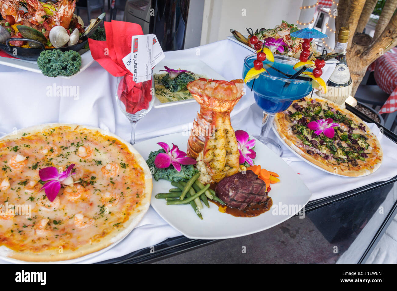 Floride Miami Beach Ocean Drive Ocean's Ten restauration affichage alimentaire pizza steak homard pré et marée tropical boisson Photo Stock