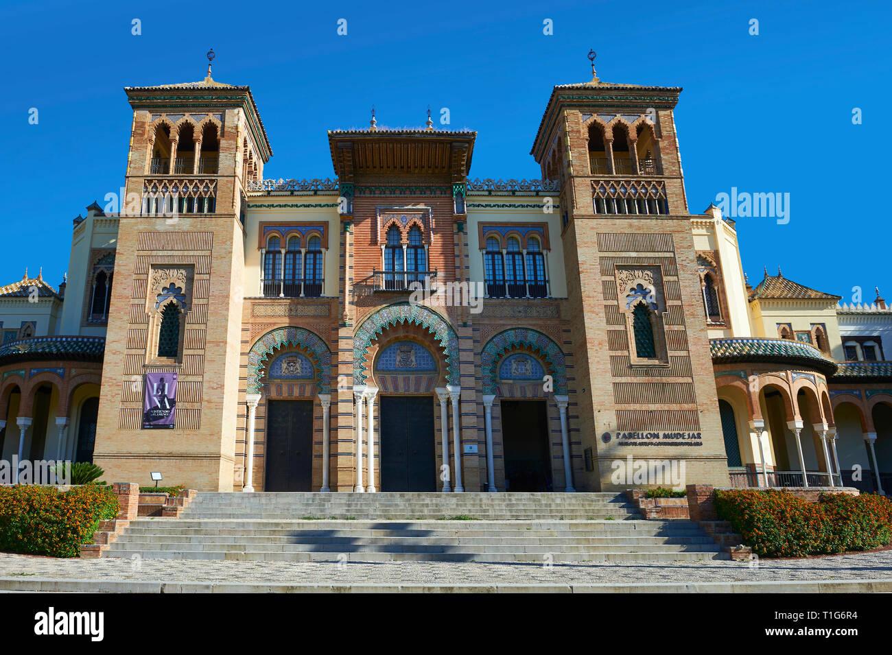 L'arabesque architecture du Musée des Arts et Traditions Nord square, Séville Espagne Photo Stock