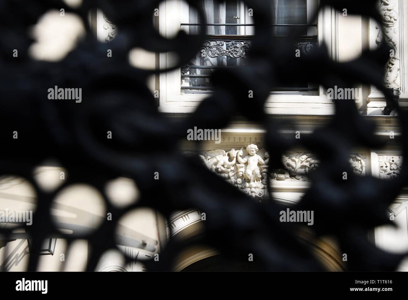 Détails d'une façade d'un bâtiment du 19ème siècle - Paris 9e - France Banque D'Images