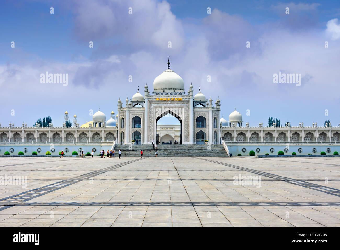 L'impressionnante mosquée à blanc le Hui centre culturel à Yinchuan, Ningxia Province, China Banque D'Images