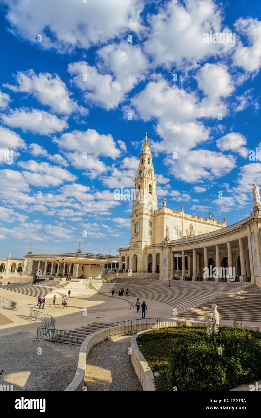 Le Portugal, Fatima Ville - centre de pèlerinage catholique. La magnifique cathédrale complexe et l'Église Banque D'Images
