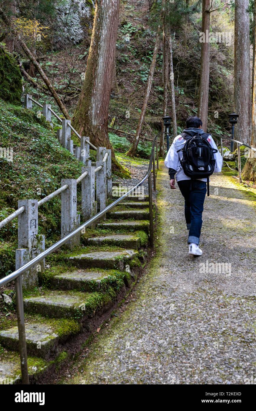Henro le pèlerin de Shikoku pèlerinage il Trail - composé de 88 temples autour de l'île de Shikoku au Japon. On croit qu'en visitant ces temples Photo Stock