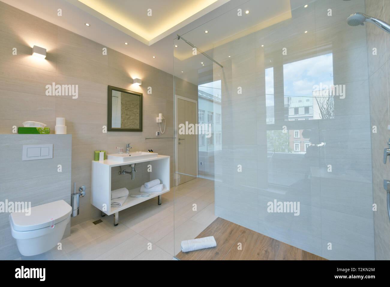 Salle De Bain Minimaliste Dans Cet Hotel Moderne Avec Des