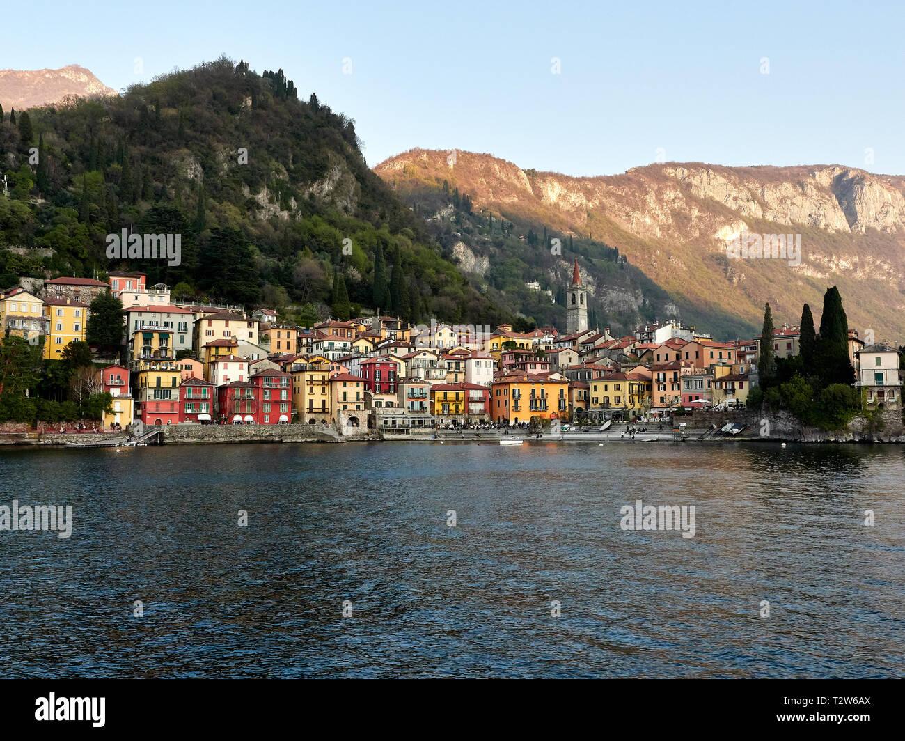 Ravello Italie Lac de Côme. Vue paysage de ville de Varenna Varenna Bellagio ferry bien sûr. Au Lac de Côme Varenna est une destination touristique populaire. Banque D'Images