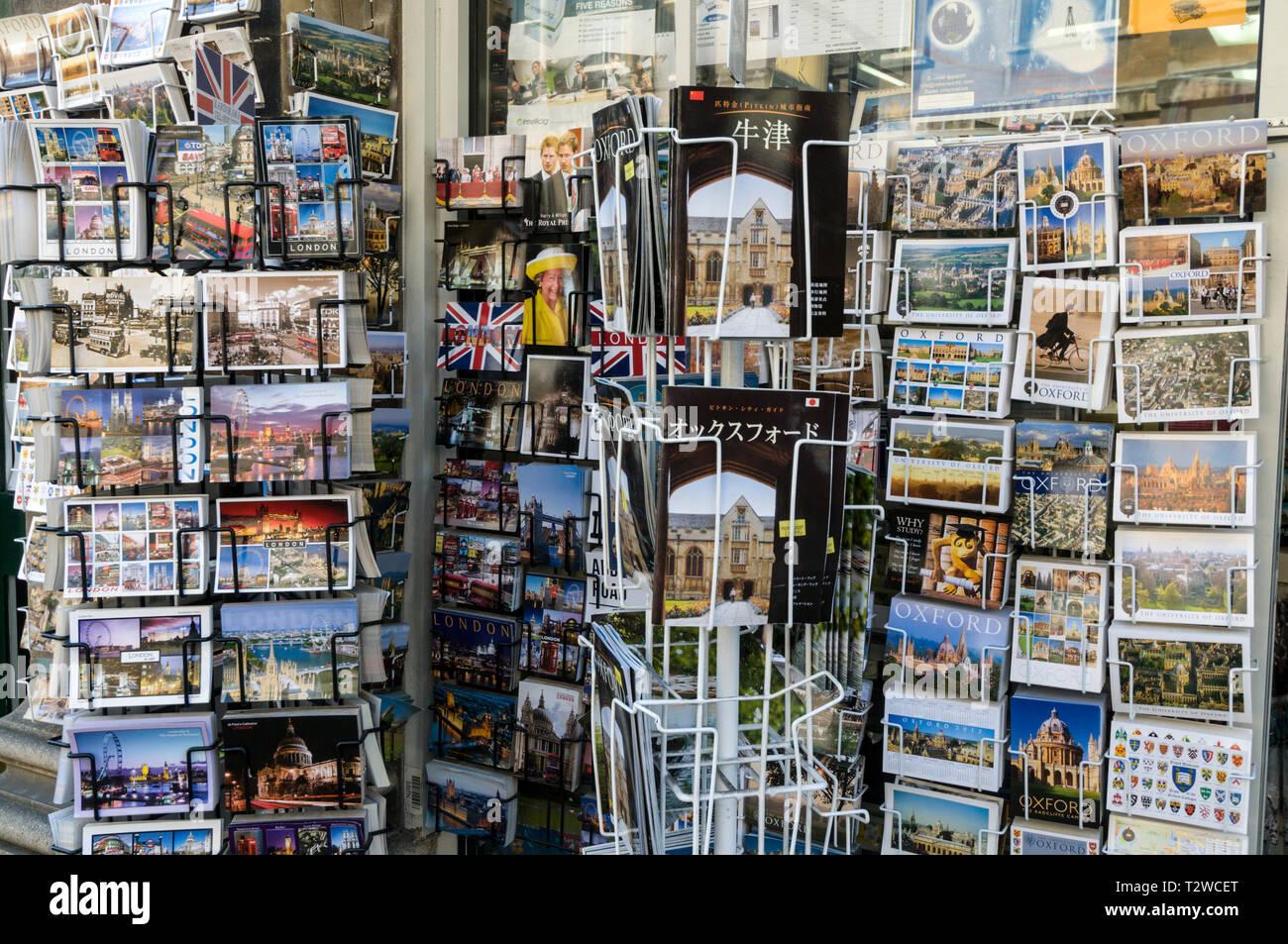 Une boutique de souvenirs et cartes postales shop à Oxford, Angleterre Photo Stock