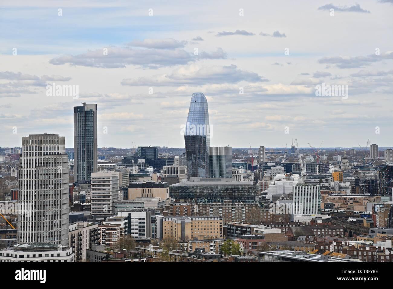 Vue panoramique de la ville de Londres à partir de la tour résidentielle moderne Banque D'Images