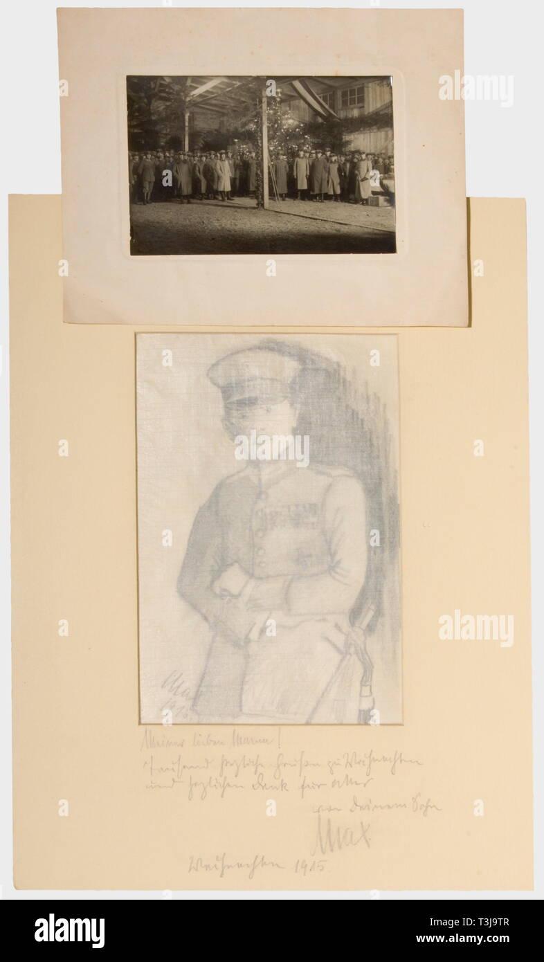 Premier Lieutenant Max Immelmann (1890 - 1916), un autoportrait et photo, Noël 1915 Self Portrait en uniforme, du charbon sur papier, signée et datée en bas à gauche '1915'. Dans la montagne avec une dédicace au crayon 'cher maman! Mille salutations cordiales pour Noël et un grand merci pour tout, votre fils Max. 1915 Noël'. Aussi une photo de groupe de la célébration de Noël des équipages de 1915, monté et avec l'Immelmann signature à l'encre au dos 'Noël à la F.A. 62' de l'unité. Il écrit à sa mère: 'à 17 heures on donnait les cadeaux aux , Additional-Rights Clearance-Info-Not-Available- Banque D'Images