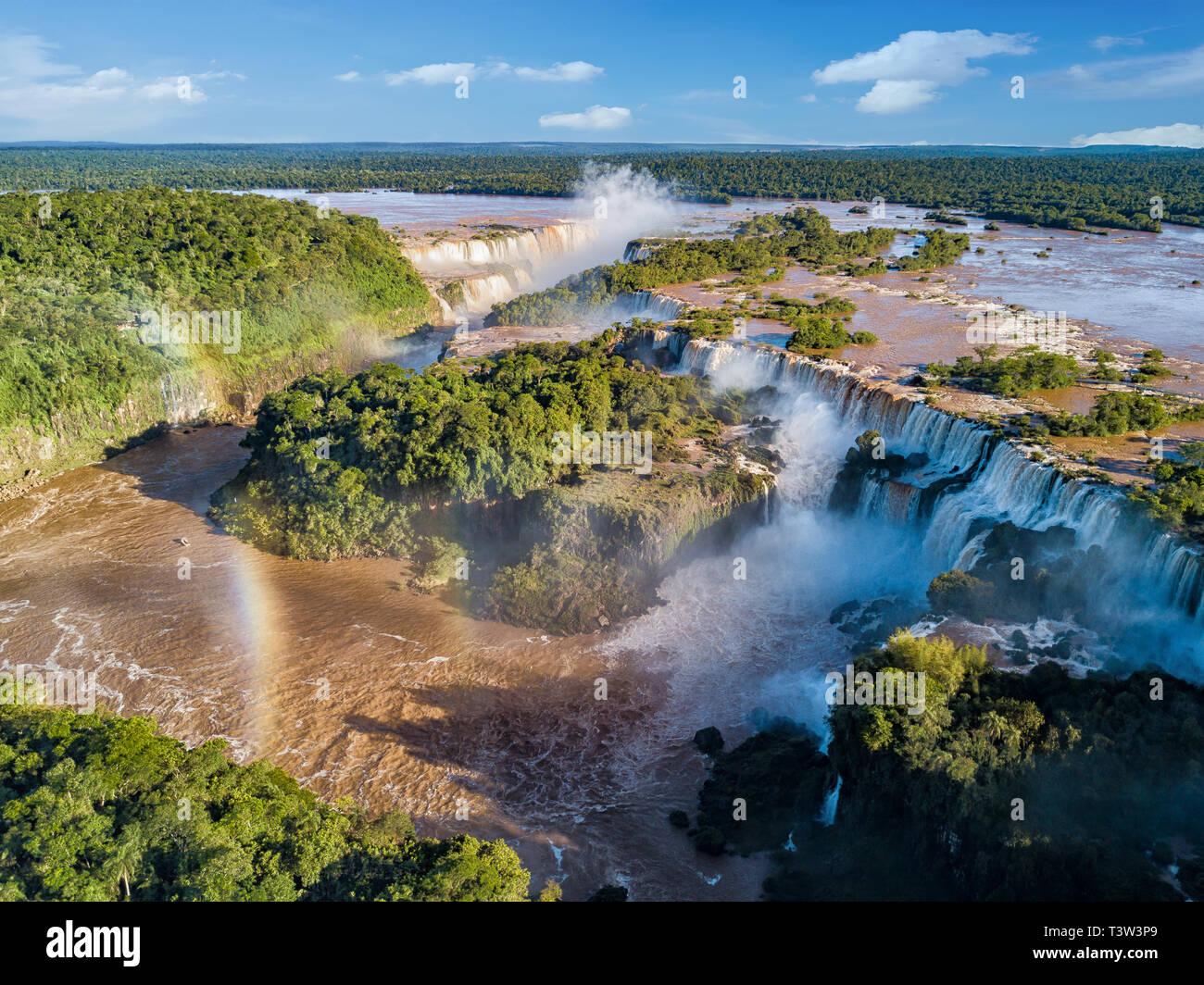 Vue aérienne des chutes d'Iguazu. Vue sur la Garganta del Diablo la Gorge du Diable. Banque D'Images