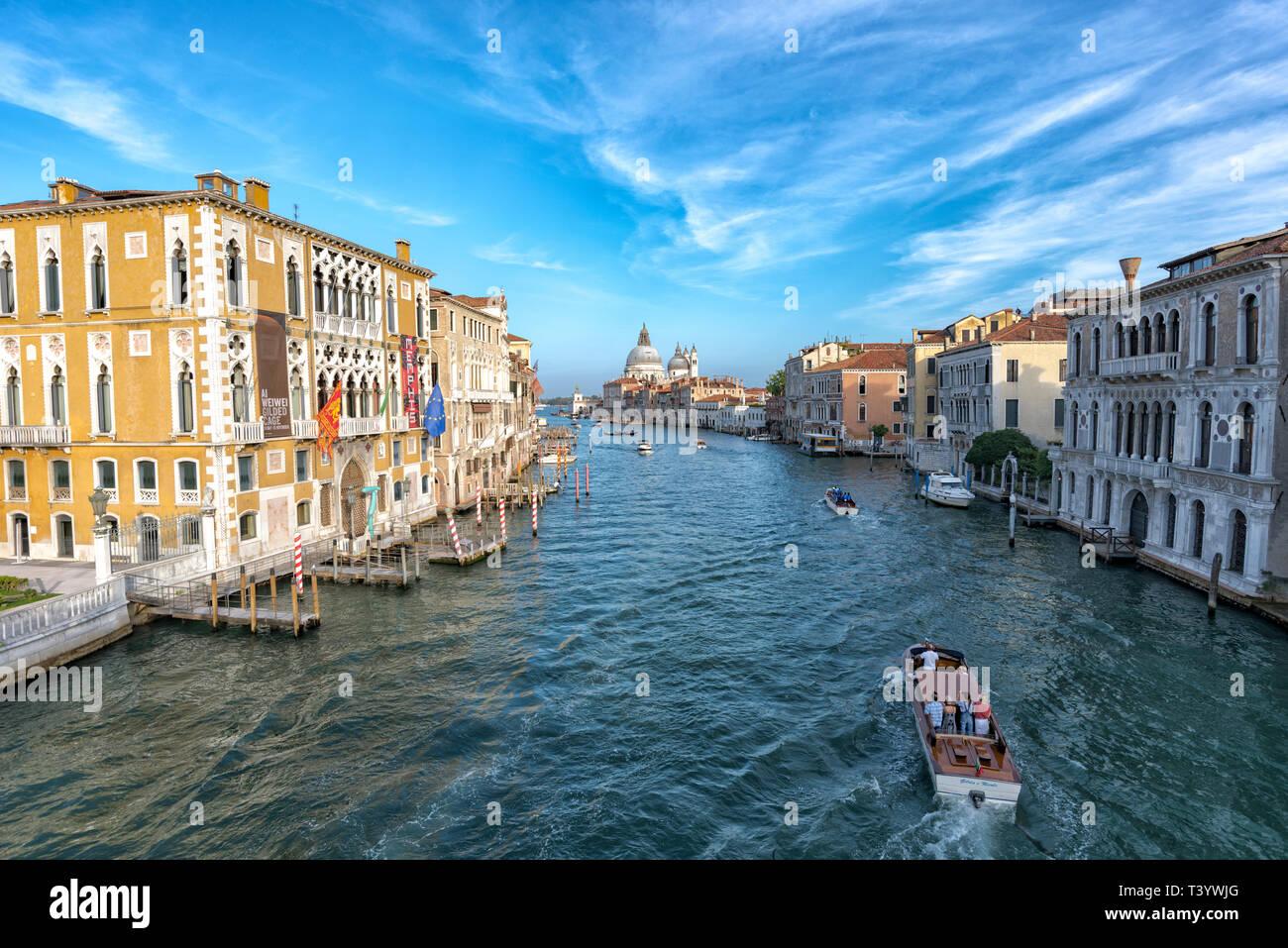 L'Italie. Septembre 2018 Venise. Paysage urbain du Grand Canal à Venise avec des bateaux Banque D'Images