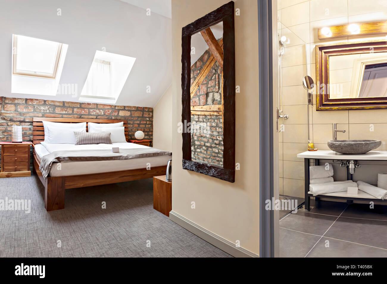 L\'intérieur de luxe chambre à coucher en mezzanine, grenier ...