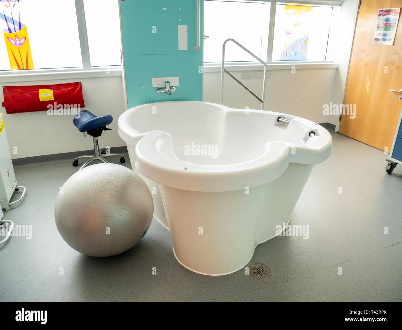 Piscine d'accouchement dans le centre de naissance de l'University College London Hospital Photo Stock