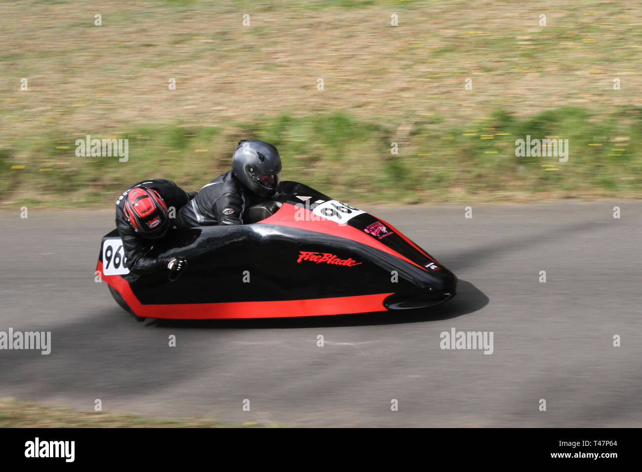Chorley, Lancashire, Royaume-Uni. Avril, 2019. Hoghton Tower 43ème Sprint Moto. Rider 966 Terry Truman & Rachael Calvery une circonscription de Nottingham 1996 919cc à trois roues moderne Honday moto side-car F2. Photo Stock