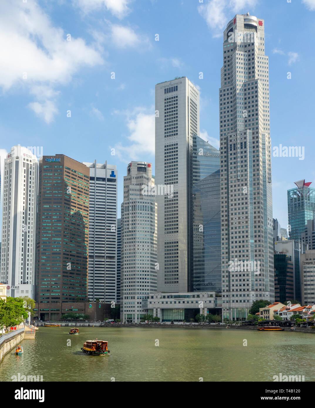 Rivière de Singapour au centre-ville de Singapour avec Boat Quay et de Tours et gratte-ciel du centre-ville de CBD. Banque D'Images