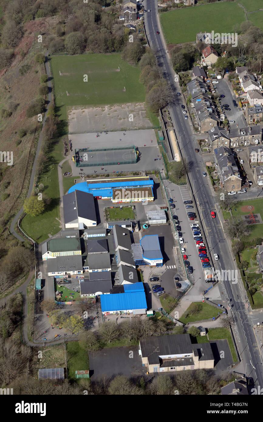 Vue aérienne de l'école primaire Thornton près de Bradford, West Yorkshire Photo Stock