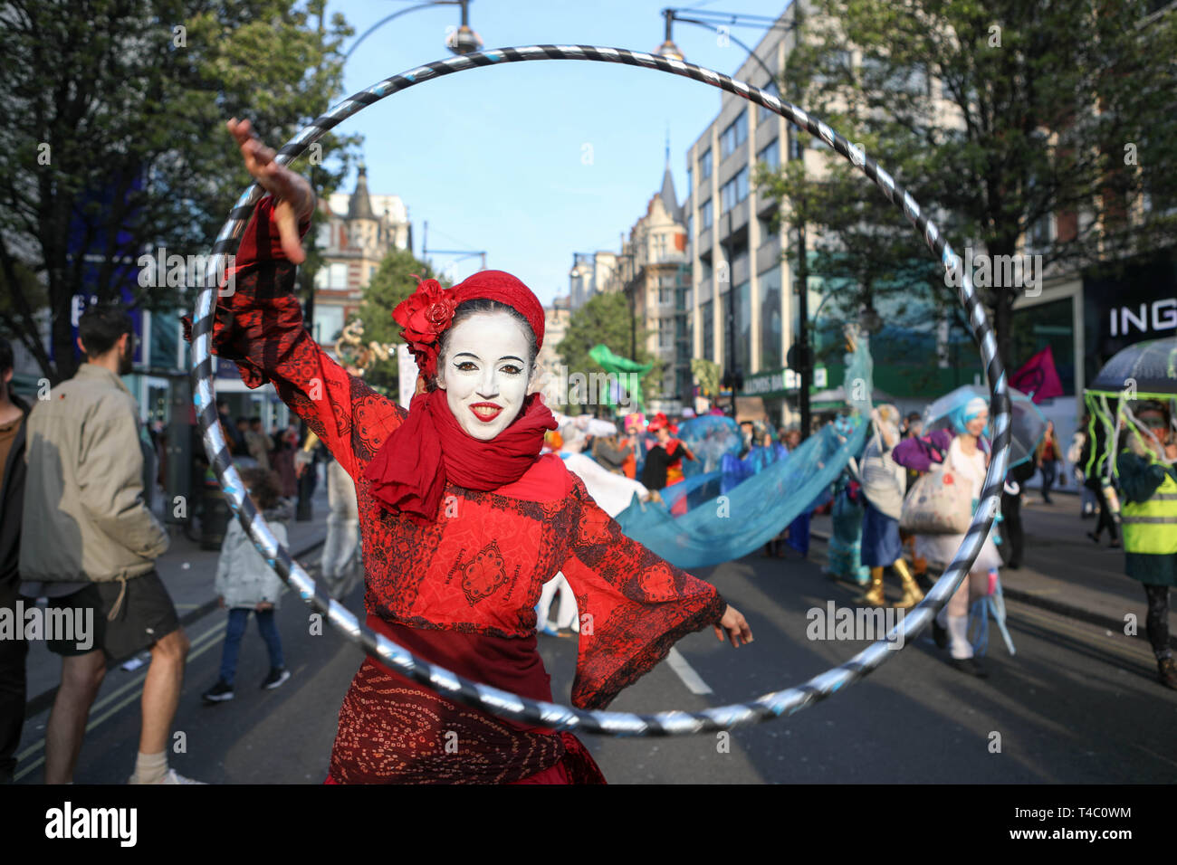 Londres, Royaume-Uni. 15 avril, 2019. Oxford Street, Londres. Groupe de campagne l'environnement rébellion Extinction se déplacent le long d'Oxford Street. Credit : Penelope Barritt/Alamy Live News Photo Stock