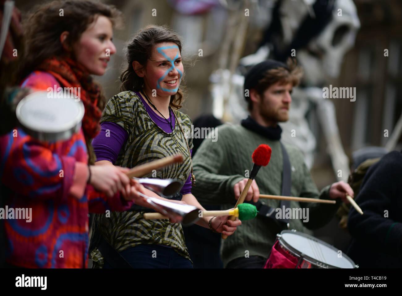 Paris le 16 avril 2019; Rébellion Extinction bloc au nord pont dans le centre de la ville pour protester contre le réchauffement climatique. Crédit: Steven Scott Taylor/Alamy Live News Banque D'Images