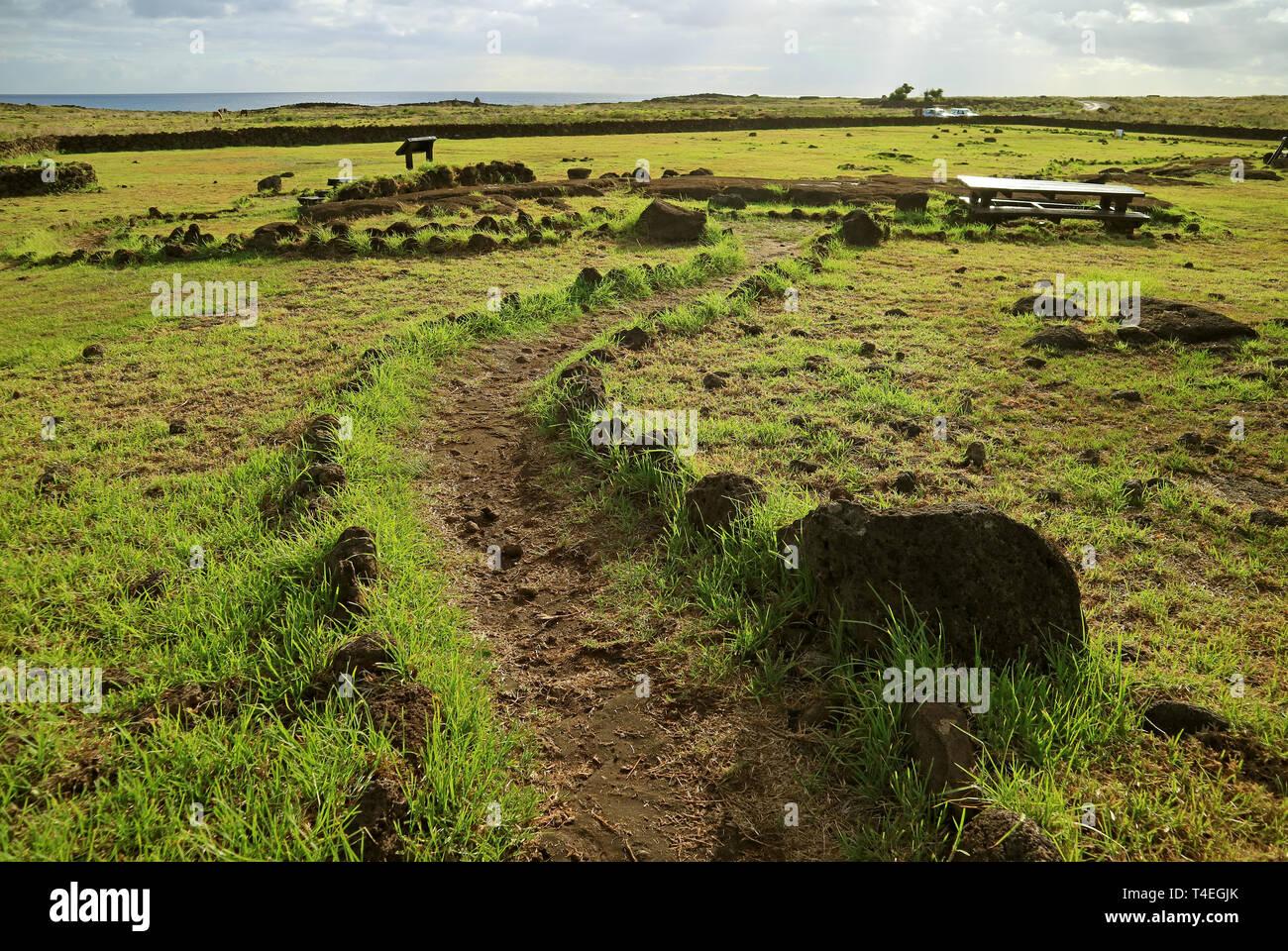 L'intérieur du sentier touristique Papa Vaka Site archéologique sur l'île de Pâques, Chili, Amérique du Sud Photo Stock
