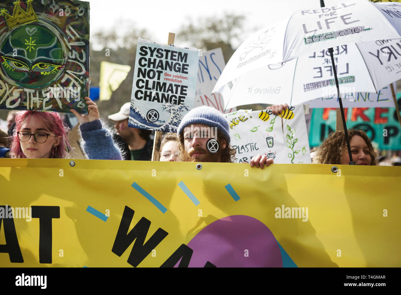 Rébellion Extinction Londres - Protestation de l'environnement exigeant des militants - les gouvernements prennent des mesures contre le changement climatique. Protestant. Banque D'Images