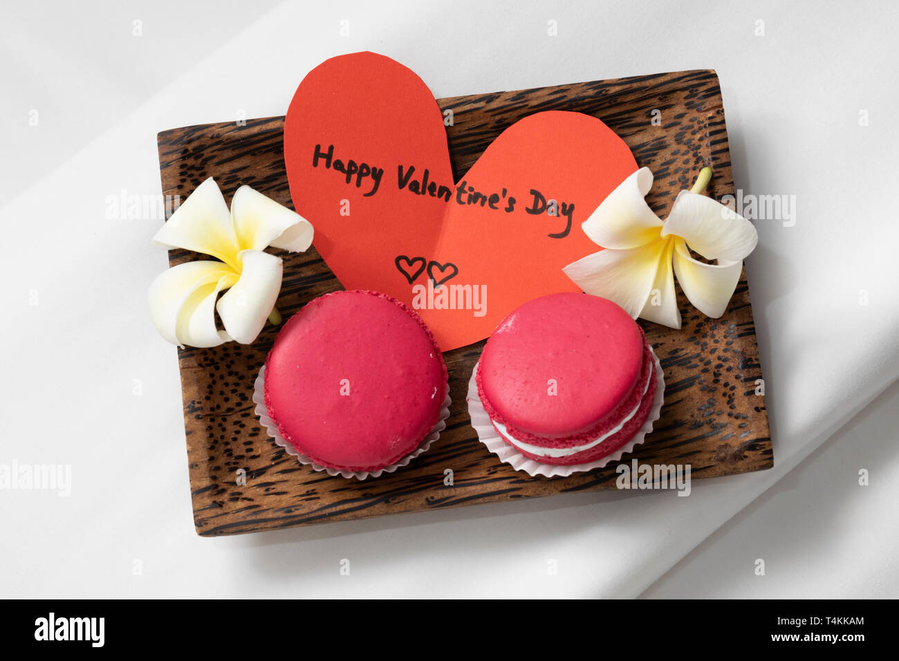 Macarons rouges pour la Saint-Valentin Photo Stock