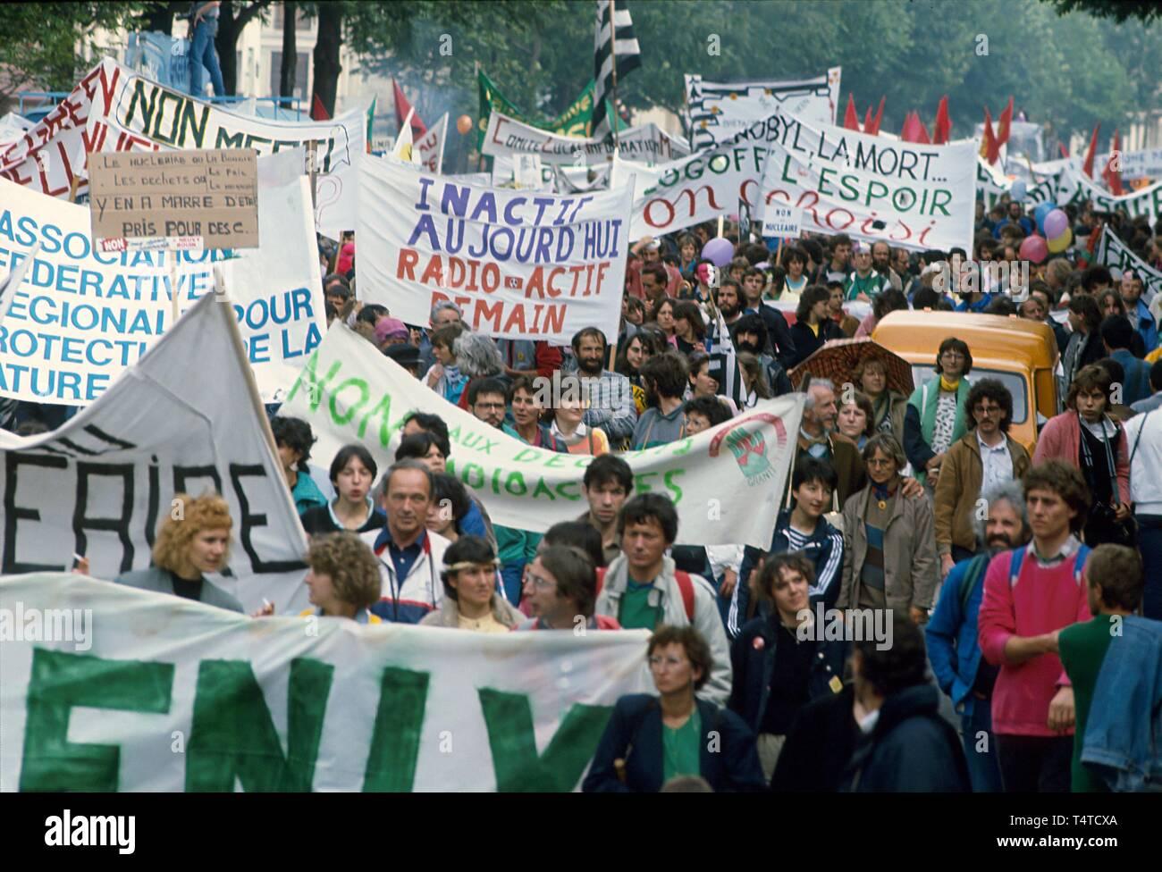 Manifestation antinucléaire à Paris, France, juin 1987 Photo Stock