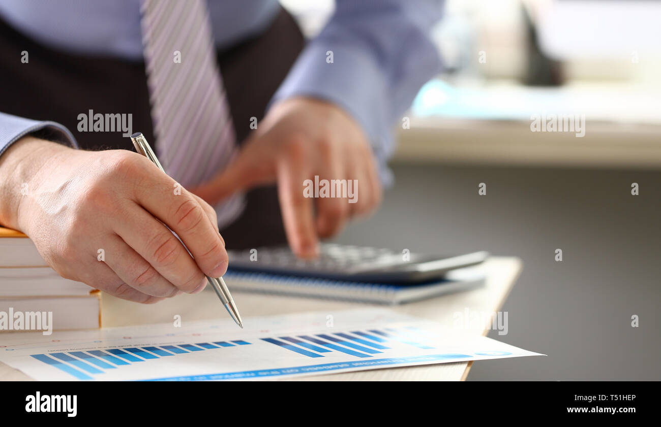 Calcul de l'argent des recettes les dépenses en espèces de l'Expertise Photo Stock