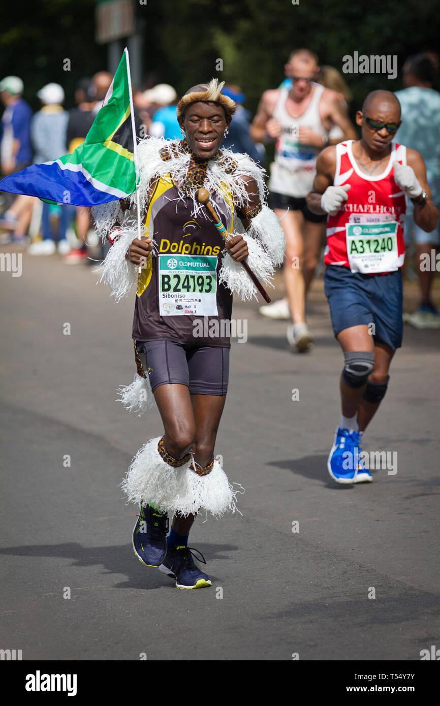 Vêtements et SA Zulu, l'exécution de l'indicateur Ultra Marathon des Deux océans Photo Stock